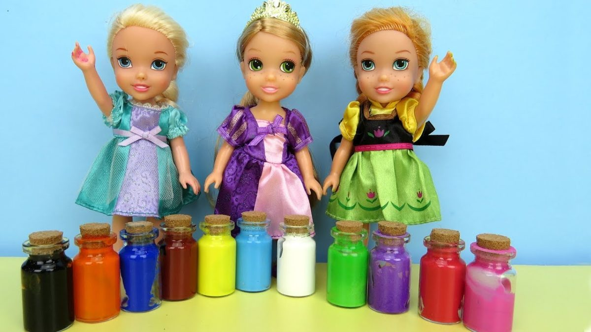 PAINTING ! Elsa and Anna toddlers play with Colors – footprints
